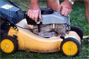 Old-Lawnmower-613357
